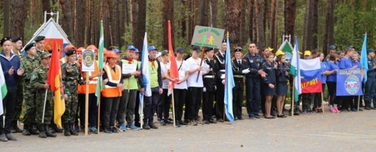 В региональном полевом лагере «Юный спасатель» приняли участие около 100 ребят