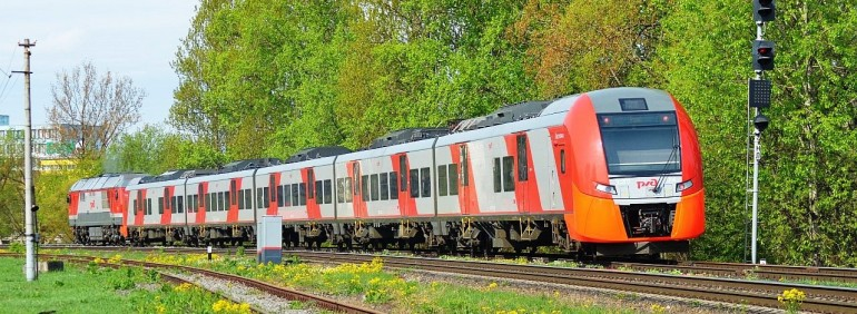 Многодетные семьи смогут путешествовать летом на поездах со скидкой 20%